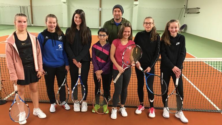 Tennismädchen des TC Oberkirch und des TC Oppenau spielten Hallenturnier